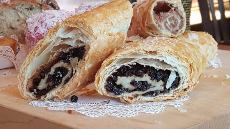 currant-roll